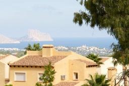 Вид на море. Испания, Ла-Нусия : Просторная, свежая, прекрасная вилла, с 4 спальнями, 3 ванными комнатами, бассейном и террасой с видом на Средиземное море и горы