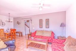 Гостиная / Столовая. Испания, Ла-Нусия : Просторная, свежая, прекрасная вилла, с 4 спальнями, 3 ванными комнатами, бассейном и террасой с видом на Средиземное море и горы