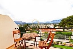 Вид. Испания, Альбир : Прекрасная двухэтажная квартира расположенная на вершине Альбир Хиллз, c современным светлым интерьером, с 3 спальнями, 3 ванными комнатами и общим бассейном