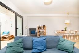 Гостиная / Столовая. Испания, Альбир : Прекрасная двухэтажная квартира расположенная на вершине Альбир Хиллз, c современным светлым интерьером, с 3 спальнями, 3 ванными комнатами и общим бассейном