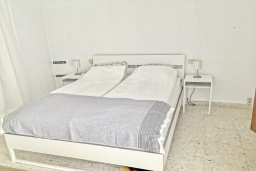 Спальня 2. Испания, Ла-Нусия : Просторная красивая вилла расположена в городе Ла-Нусия, имеет 4 спальни, 2 ванные комнаты, частный бассейн и террасу на крыше с великолепным видом на Альбир и Средиземное море