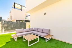 Патио. Испания, Бенихофар : Красивая частная вилла с собственным бассейном, с 3 спальнями и 3 ванными комнатами, расположена в небольшом городке Бенихофар, оборудована кондиционерами и WiFi