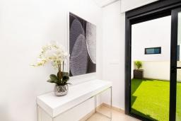Вход. Испания, Бенихофар : Красивая частная вилла с собственным бассейном, с 3 спальнями и 3 ванными комнатами, расположена в небольшом городке Бенихофар, оборудована кондиционерами и WiFi
