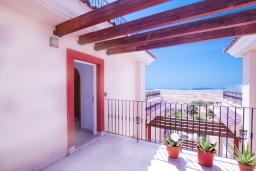 Терраса. Испания, Мучамель : Светлая и просторная квартира расположена в паре минут езды от прекрасного города Мучамель, 3 спальни, 1 ванная комната, терраса на крыше с видом на море
