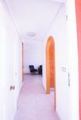 Коридор. Испания, Мучамель : Светлая и просторная квартира расположена в паре минут езды от прекрасного города Мучамель, 3 спальни, 1 ванная комната, терраса на крыше с видом на море