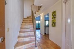 Лестница наверх. Испания, Бенидорм : Современный и просторный таунхаус, расположенный недалеко от Бенидорма,