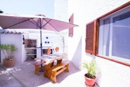 Патио. Испания, Альбир : Яркий и свежий таунхаус, идеально расположен в одном квартале от центра города Плайя-дель-Альбир и всего в 2 минутах ходьбы от пляжа, имеет 2 спальни, ванная комната, терраса на крыше с видом на Средиземное море и общий бассейн