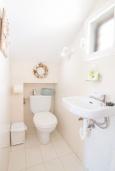 Туалет. Испания, Альбир : Яркий и свежий таунхаус, идеально расположен в одном квартале от центра города Плайя-дель-Альбир и всего в 2 минутах ходьбы от пляжа, имеет 2 спальни, ванная комната, терраса на крыше с видом на Средиземное море и общий бассейн
