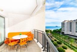 Балкон. Испания, Бенидорм : Комфортабельная квартира расположенная в очаровательном районе рядом с морем, просторная и светлая, с 1 спальней, 1 ванной комнатой и большой террасой