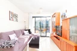Гостиная / Столовая. Испания, Бенидорм : Комфортабельная квартира расположенная в очаровательном районе рядом с морем, просторная и светлая, с 1 спальней, 1 ванной комнатой и большой террасой