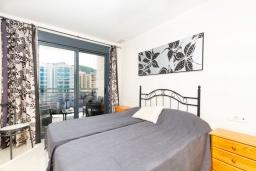 Спальня. Испания, Бенидорм : Комфортабельная квартира расположенная в очаровательном районе рядом с морем, просторная и светлая, с 1 спальней, 1 ванной комнатой и большой террасой