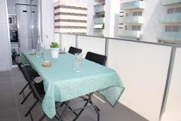 Обеденная зона. Испания, Гранада : Чудесная трехкомнатная квартира с бассейном, террасой и кондиционером в Гранаде, в 5 минутах езды от парка развлечений Parque de Las Ciencias, 3 спальни, 2 ванные комнаты, детская площадка,Wi-Fi