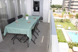 Терраса. Испания, Гранада : Чудесная трехкомнатная квартира с бассейном, террасой и кондиционером в Гранаде, в 5 минутах езды от парка развлечений Parque de Las Ciencias, 3 спальни, 2 ванные комнаты, детская площадка,Wi-Fi