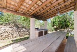 Терраса. Испания, Капдепера : Впечатляющая вилла с бассейном и садом