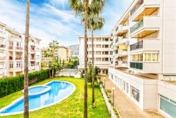 Бассейн. Испания, Альбир : Стильная светлая квартира в многоквартирном доме с лифтом, идеально расположена в центре Альбира и всего в 200 метрах от пляжа, 2 спальнями, 2 ванными комнатами и общим бассейном.