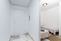 Коридор. Испания, Альбир : Стильная светлая квартира в многоквартирном доме с лифтом, идеально расположена в центре Альбира и всего в 200 метрах от пляжа, 2 спальнями, 2 ванными комнатами и общим бассейном.