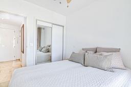 Спальня. Испания, Альбир : Прекрасная квартира, расположенная в центре Альбира всего в 100 метрах ходьбы от пляжа, 4 этаже в многоквартирном доме с лифтом, 1 спальня, 1 ванная комната, общий бассейн, кондиционер и Wi-Fi