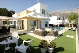 Вид на виллу/дом снаружи. Испания, Полоп : Роскошная вилла, расположенная в тихом районе, с потрясающим видом на Средиземное море, с 3 спальнями, 2 ванными комнатами и частным бассейном