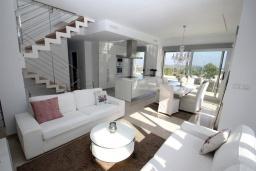 Гостиная / Столовая. Испания, Полоп : Роскошная вилла, расположенная в тихом районе, с потрясающим видом на Средиземное море, с 3 спальнями, 2 ванными комнатами и частным бассейном