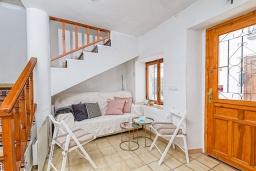 Вход. Испания, Алтея : Уникальный загородный таунхаус с собственной террасой, расположенный всего в 50 метрах от церкви Альтеа, с 2 спальнями, 2 ванными комнатами и террасой с видом на море и город.