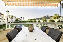 Терраса. Испания, Альбир : Очаровательная квартира в центре города Альбир, с ярким стильным интерьером, который не оставит вас равнодушным, с 2 спальнями, 2 ванными комнатами и общим бассейном на территории жилого комплекса
