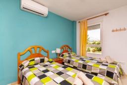 Спальня 2. Испания, Альбир : Очаровательная квартира в центре города Альбир, с ярким стильным интерьером, который не оставит вас равнодушным, с 2 спальнями, 2 ванными комнатами и общим бассейном на территории жилого комплекса