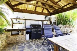 Зона барбекю / Мангал. Испания, Альфас-дель-Пи : Просторная, свежая и прекрасная квартира в частном двухквартирном доме, расположена в Альфас-дель-Пи, с 3 спальнями, ванной комнатой и частным бассейном