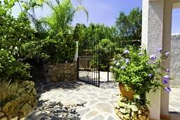 Вход. Испания, Альфас-дель-Пи : Просторная, свежая и прекрасная квартира в частном двухквартирном доме, расположена в Альфас-дель-Пи, с 3 спальнями, ванной комнатой и частным бассейном