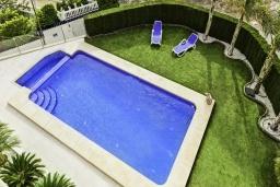 Бассейн. Испания, Алтея : Потрясающая роскошная вилла с очень центральным расположением в Альтеа, с 4 спальнями, 4 ванными комнатами и частным бассейном с видом на город и море.