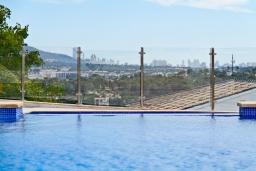 Вид. Испания, Алтея : Потрясающая роскошная вилла с очень центральным расположением в Альтеа, с 4 спальнями, 4 ванными комнатами и частным бассейном с видом на город и море.