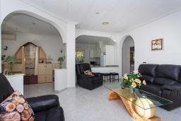 Гостиная / Столовая. Испания, Сьюдад Кесада : Прекрасный испанский стиль и очень просторная вилла с 3 спальнями и 3 ванными комнатами с большим частным бассейном.