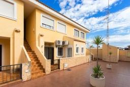 Вид на виллу/дом снаружи. Испания, Ла-Нусия : Просторная квартира на первом этаже в расположенная в городе Лос Паласиос, 2 спальни, 1 семейная ванная комната и общий бассейн