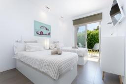 Спальня. Испания, Маррачи : Стильное шале с частным бассейном и садом