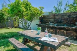 Летняя кухня. Испания, Маррачи : Стильное шале с частным бассейном и садом