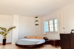 Испания, Санта-Эулалия-дель-Рио : Потрясающая вилла для большой компании на знаменитом острове Ибица. Большой бассейн с лаундж-зоной, зона барбекю, джакузи, 10 спален со своей ванной комнатой, бесплатная парковка, wi-fi