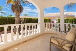 Терраса. Испания, Сьюдад Кесада : Прекрасная вилла для семейного отдыха с 3 спальнями, 2 ванными комнатами и террасой на крыше, оборудована кондиционерами и Wi-Fi
