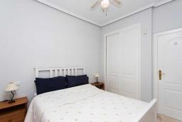 Спальня. Испания, Сьюдад Кесада : Прекрасная вилла для семейного отдыха с 3 спальнями, 2 ванными комнатами и террасой на крыше, оборудована кондиционерами и Wi-Fi