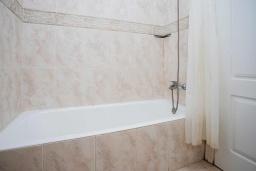 Ванная комната. Испания, Сьюдад Кесада : Прекрасная вилла для семейного отдыха с 3 спальнями, 2 ванными комнатами и террасой на крыше, оборудована кондиционерами и Wi-Fi