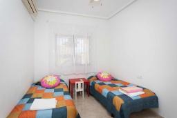 Спальня 2. Испания, Сьюдад Кесада : Прекрасная вилла для семейного отдыха с 3 спальнями, 2 ванными комнатами и террасой на крыше, оборудована кондиционерами и Wi-Fi