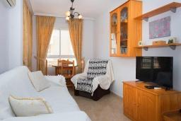 Гостиная / Столовая. Испания, Гуардамар-дель-Сегура : Просторная трехкомнатная квартира с двумя ванными комнатами и всего в 5 минутах от центра города Гуардамар и всего в нескольких минутах от потрясающих белых песчаных пляжей.