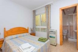 Спальня. Испания, Гуардамар-дель-Сегура : Просторная трехкомнатная квартира с двумя ванными комнатами и всего в 5 минутах от центра города Гуардамар и всего в нескольких минутах от потрясающих белых песчаных пляжей.
