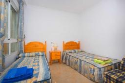 Спальня 2. Испания, Гуардамар-дель-Сегура : Просторная трехкомнатная квартира с двумя ванными комнатами и всего в 5 минутах от центра города Гуардамар и всего в нескольких минутах от потрясающих белых песчаных пляжей.
