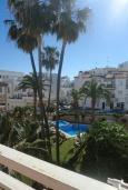 Зелёный сад. Испания, Нерха : Замечательные апартаменты с видом на цветущий сад, бассейном и солнечной террасой в Нерхе, в 100 метрах от песчаного пляжа PLAYA CARABEO, 3 спальни, 2 ванные комнаты, центральное отопление, бесплатный Wi-Fi.