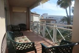 Балкон. Испания, Нерха : Замечательные апартаменты с видом на цветущий сад, бассейном и солнечной террасой в Нерхе, в 100 метрах от песчаного пляжа PLAYA CARABEO, 3 спальни, 2 ванные комнаты, центральное отопление, бесплатный Wi-Fi.