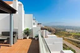 Терраса. Испания, Михас-Коста : Современная двухуровневая квартира с общим бассейном, гаражом и захватывающим видом на горы и море в Ла Кала Хилл, в 25 минутах от аэропорта Малаги, в 15 минутах от Марбельи и в 5 минутах от пляжа, 2 спальни, 2 ванные комнаты, Wi-Fi