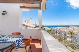 Терраса. Испания, Марбелья : Фантастические апартаменты с детской площадкой, теннисным кортом, роскошным бассейном и гаражом в 400 м от пляжа Касабланка в городе Марбелья, 3 спальни, 2 ванные комнаты и бесплатный Wi-Fi.