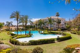 Зелёный сад. Испания, Марбелья : Фантастические апартаменты с детской площадкой, теннисным кортом, роскошным бассейном и гаражом в 400 м от пляжа Касабланка в городе Марбелья, 3 спальни, 2 ванные комнаты и бесплатный Wi-Fi.