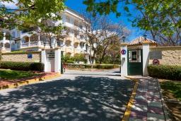 Вход. Испания, Марбелья : Фантастические апартаменты с детской площадкой, теннисным кортом, роскошным бассейном и гаражом в 400 м от пляжа Касабланка в городе Марбелья, 3 спальни, 2 ванные комнаты и бесплатный Wi-Fi.