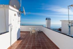 Терраса. Испания, Нерха : Изысканные апартаменты с общим бассейном, барбекю и садом в районе пляжа Бурриана в Нерхе, 3 спальни, ванная комната, Wi-Fi.