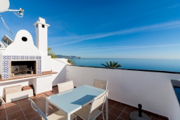 Зона барбекю / Мангал. Испания, Нерха : Изысканные апартаменты с общим бассейном, барбекю и садом в районе пляжа Бурриана в Нерхе, 3 спальни, ванная комната, Wi-Fi.
